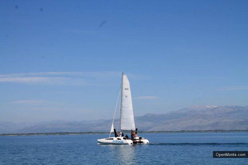 Отдых в Черногории: О Черногории: Прогулка по Скадорскому озеру на парусном катамаране