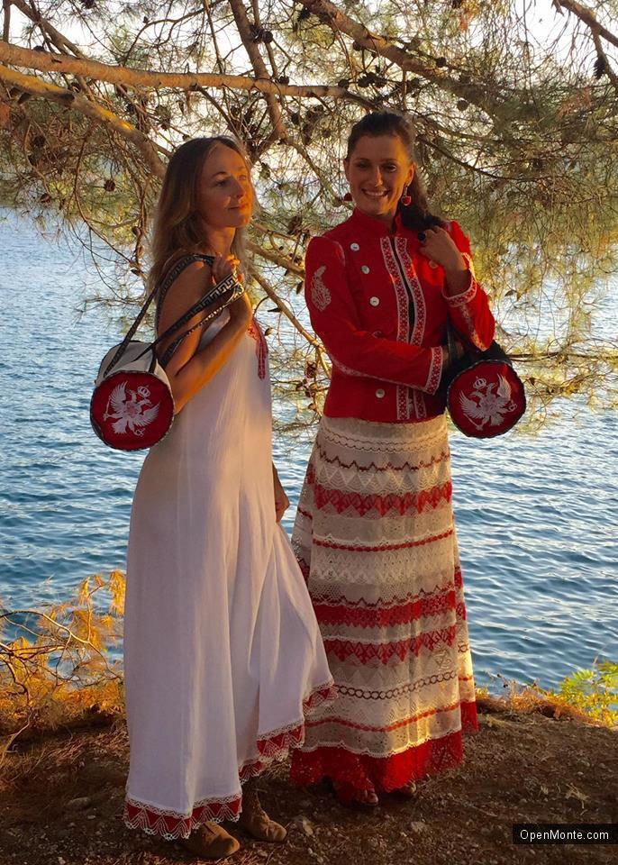 Люди Черногории: Елена Ясиновская: «Лепим то, что душа пожелает»
