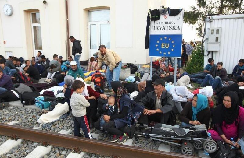 Не только Черногория: Хорватия открыла границы для беженцев из Сирии