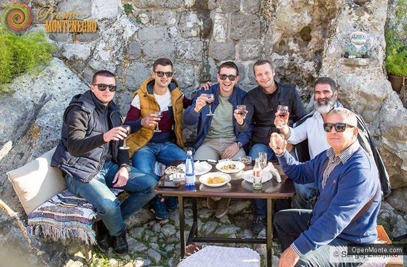 Проживание в Черногории: Какие они, черногорцы и черногорки