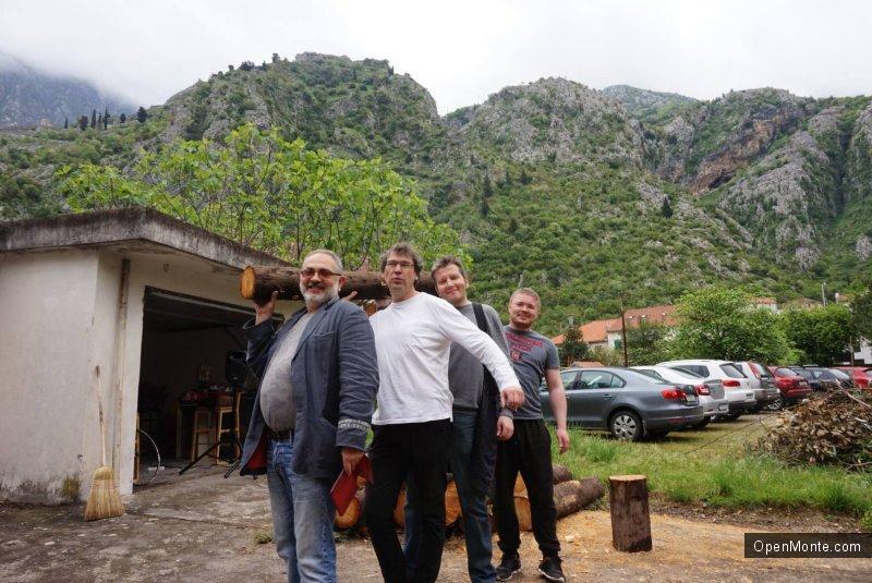 Новости Черногории: Субботник в Доме художника в Которе