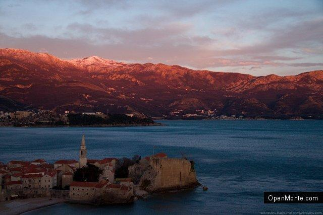 Фото Черногории: О Черногории: Черногорская солянка: красные горы, старый рояль и лысая женщина