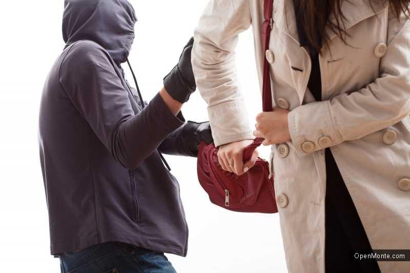 Новости Черногории: Ограбления по-черногорски: в Будве участились кражи сумок у русских женщин