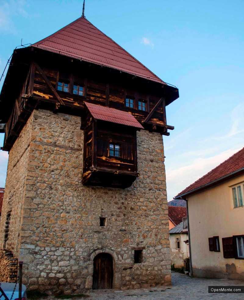 О Черногории: Башня Реджепагича в Плаве