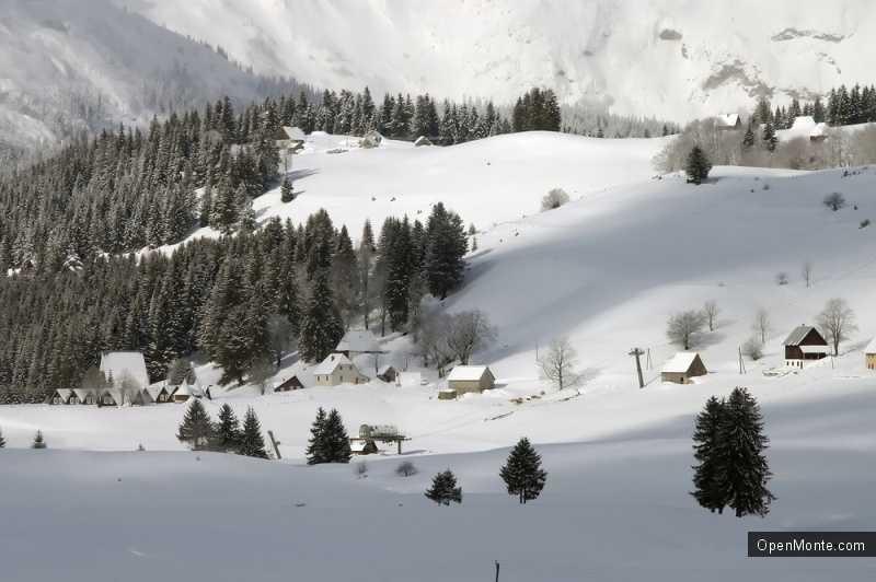 Новости Черногории: В Черногорию пришла зима: на севере страны снегопады и метели