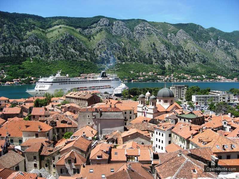 Новости Черногории: Порт Котора будет принимать лайнеры до конца ноября