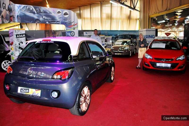 Фото Черногории: Фотоотчет с авто-выставки в Будве