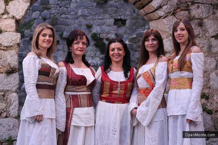 Отдых в Черногории: Немного видео с концерта Etno Grupa Zora