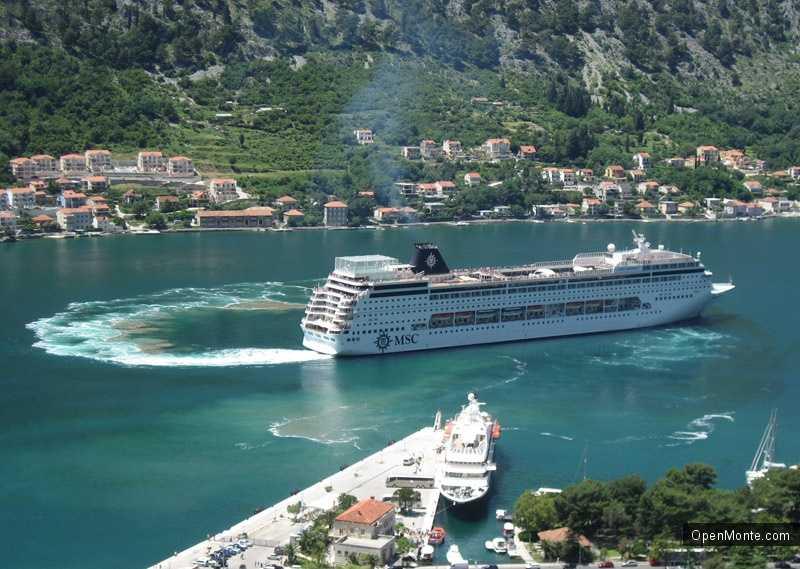 Новости Черногории: Для повышения безопасности в порту Котора установят новые буйки