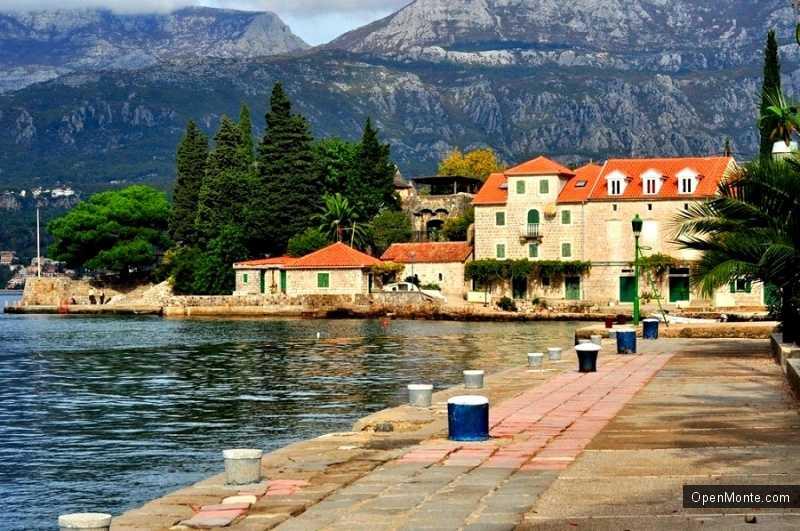 О Черногории: Херцег-Нови: красивейший курорт, город красивых девушек, многочисленных лестниц и садов