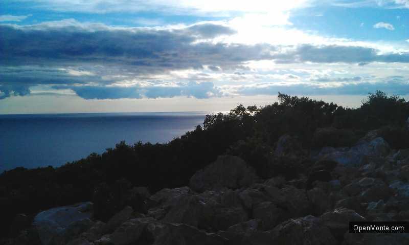 Отдых в Черногории: Поселок Добра Вода в Черногории